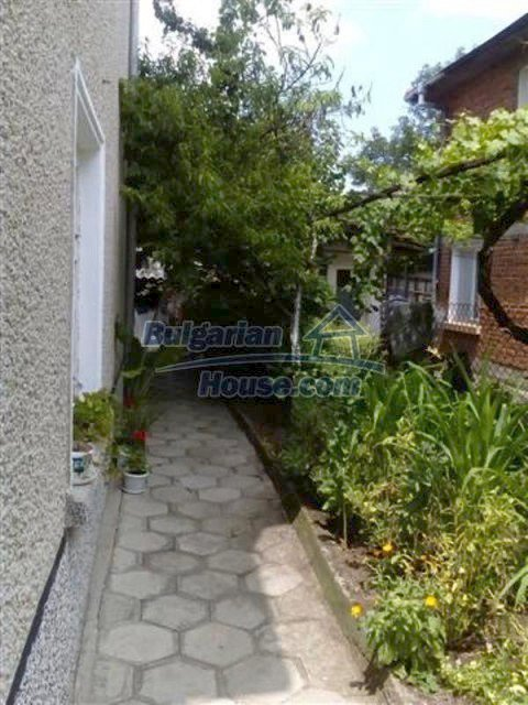 12135:33 - Spacious well presented Bulgarian house in Elhovo town