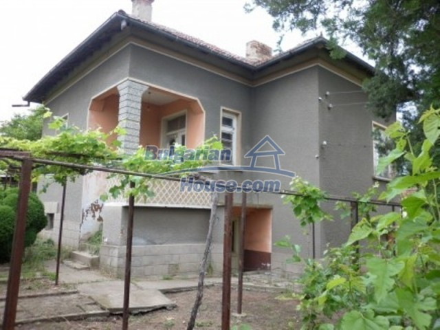 12145:1 - Very cheap riverside house with large garden near Vratsa