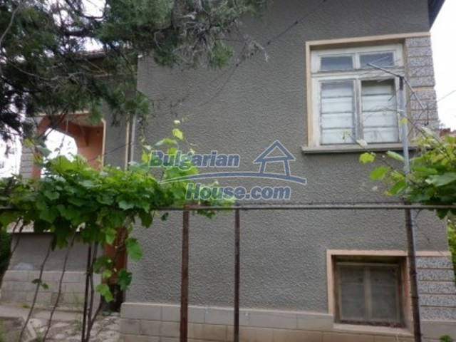 12145:3 - Very cheap riverside house with large garden near Vratsa