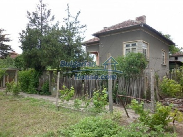 12145:4 - Very cheap riverside house with large garden near Vratsa