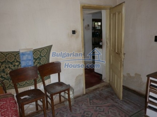 12145:14 - Very cheap riverside house with large garden near Vratsa