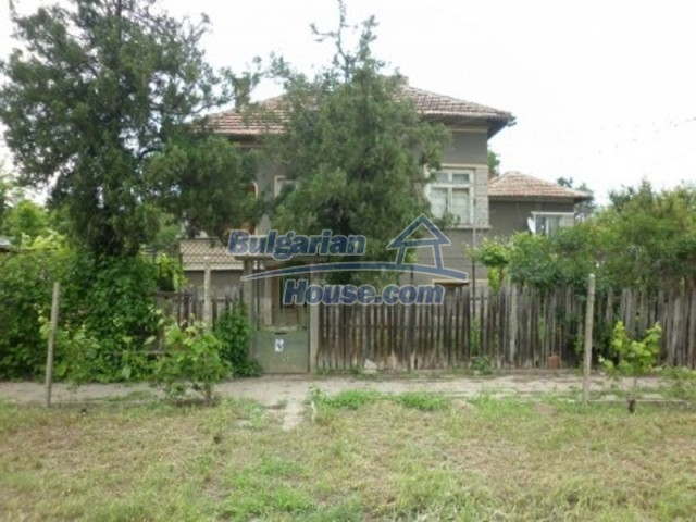 12145:9 - Very cheap riverside house with large garden near Vratsa