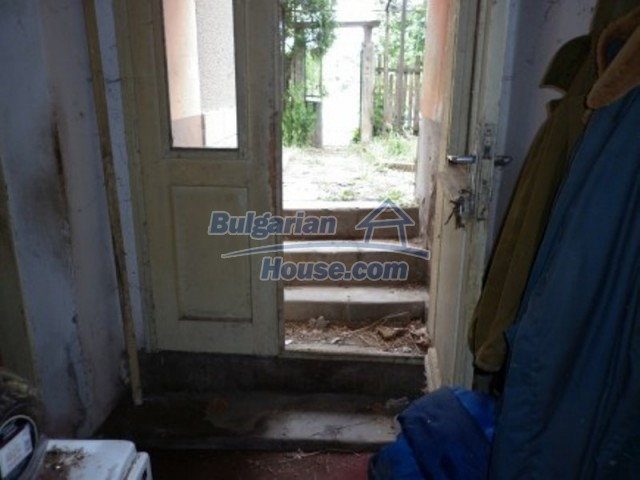 12145:10 - Very cheap riverside house with large garden near Vratsa