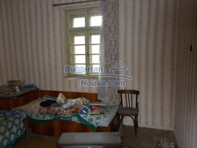 12145:15 - Very cheap riverside house with large garden near Vratsa