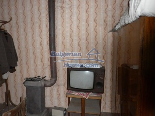 12145:16 - Very cheap riverside house with large garden near Vratsa