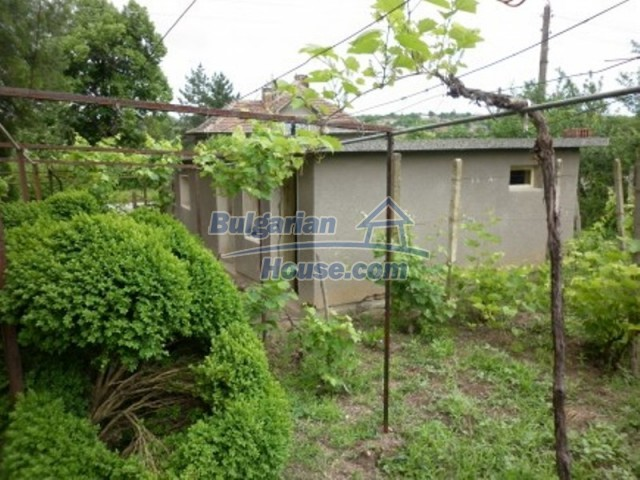 12145:17 - Very cheap riverside house with large garden near Vratsa