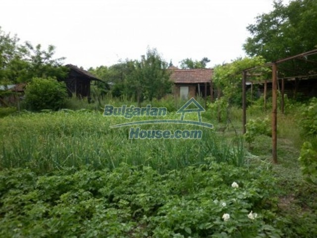 12145:20 - Very cheap riverside house with large garden near Vratsa