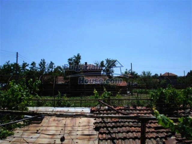 12162:11 - Nice house with big garden near Elhovo – advantageous offer