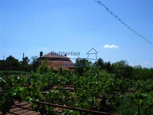 12162:12 - Nice house with big garden near Elhovo – advantageous offer