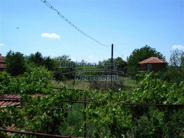 12162:10 - Nice house with big garden near Elhovo – advantageous offer