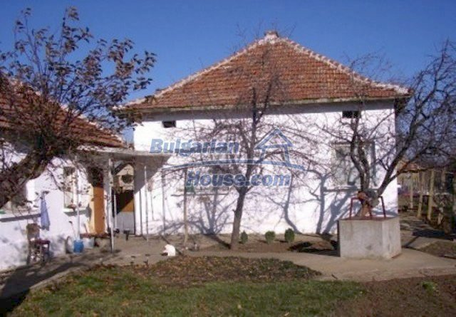 12164:2 - Functional house with vast sunny garden at low price - Vratsa