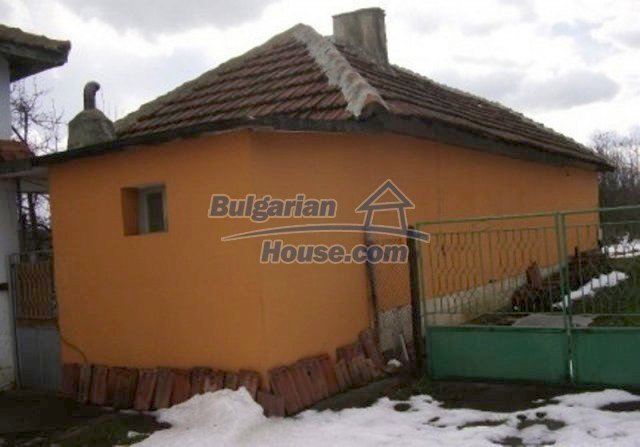 12164:5 - Functional house with vast sunny garden at low price - Vratsa