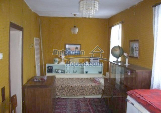 12164:7 - Functional house with vast sunny garden at low price - Vratsa