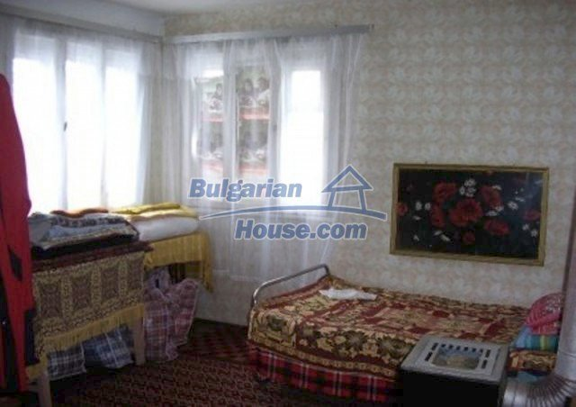 12164:10 - Functional house with vast sunny garden at low price - Vratsa