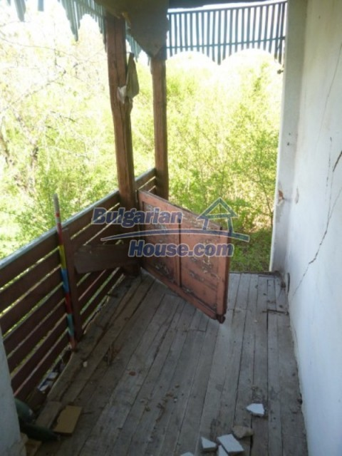12177:17 - Cheap Bulgarian house with marvelous surroundings - Montana