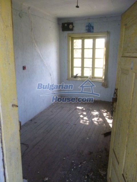 12177:19 - Cheap Bulgarian house with marvelous surroundings - Montana