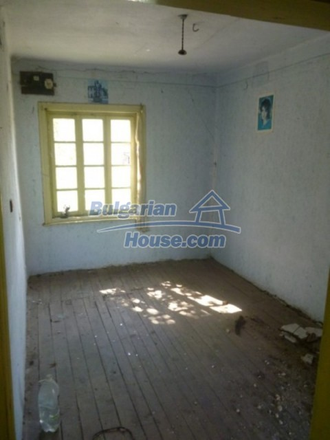 12177:20 - Cheap Bulgarian house with marvelous surroundings - Montana