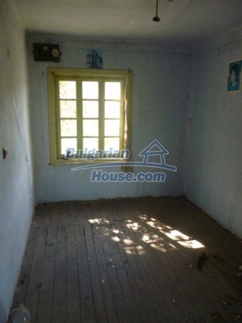 12177:21 - Cheap Bulgarian house with marvelous surroundings - Montana