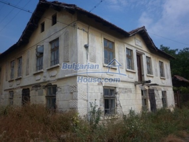 12186:1 - Cheap house with interesting architecture and location - Vratsa