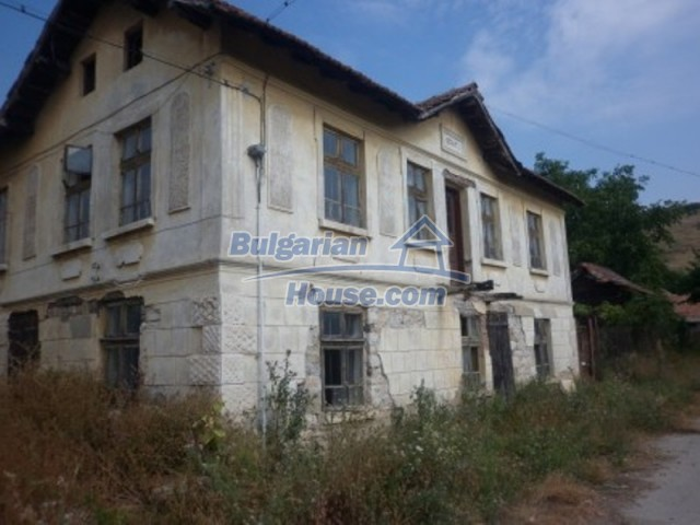 12186:2 - Cheap house with interesting architecture and location - Vratsa