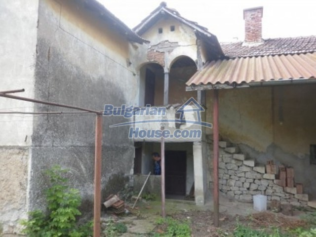 12186:5 - Cheap house with interesting architecture and location - Vratsa