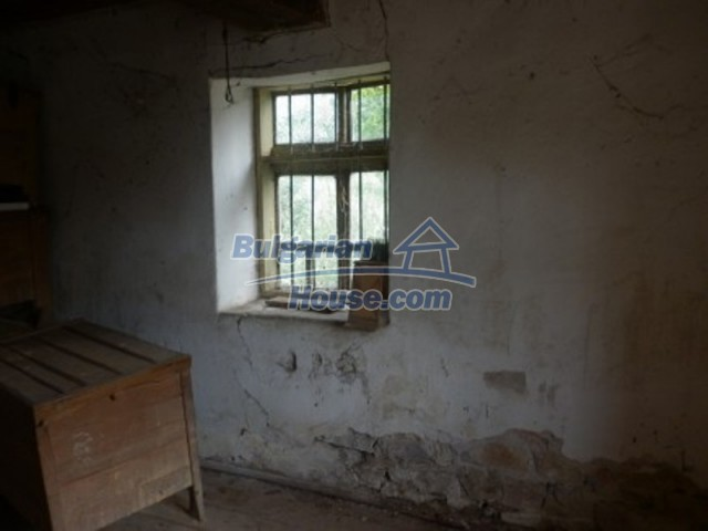 12186:9 - Cheap house with interesting architecture and location - Vratsa