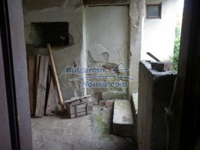 12186:10 - Cheap house with interesting architecture and location - Vratsa