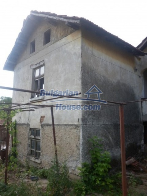 12186:17 - Cheap house with interesting architecture and location - Vratsa