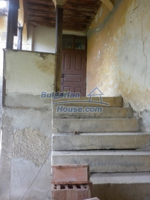 12186:18 - Cheap house with interesting architecture and location - Vratsa