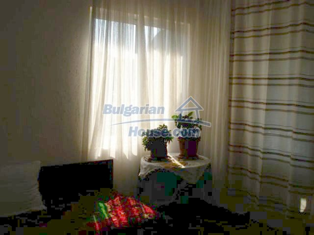 12189:11 - Wonderful large Bulgarian house in Elhovo town