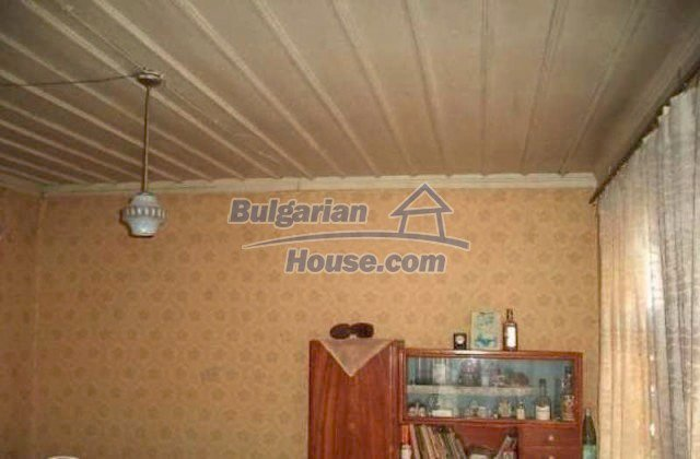 12191:10 - Cheap house in hilly scenic area near Brezovo - Plovdiv