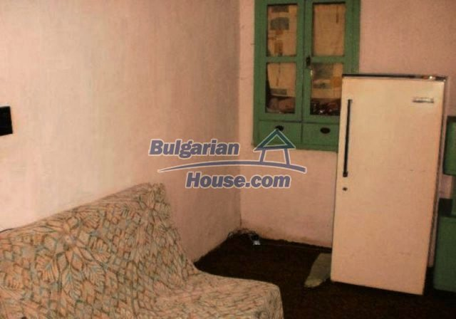 12211:8 - Riverside house with large garden at low price - Montana