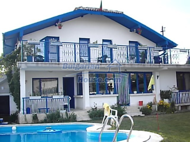 12220:1 - Gorgeous Bulgarian house with swimming pool in Byala