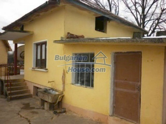 12226:8 - Two nice houses and large landscaped garden near Vratsa