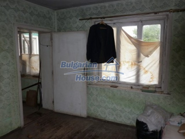 12238:5 - Functional low-priced house on Danube River – Vratsa region