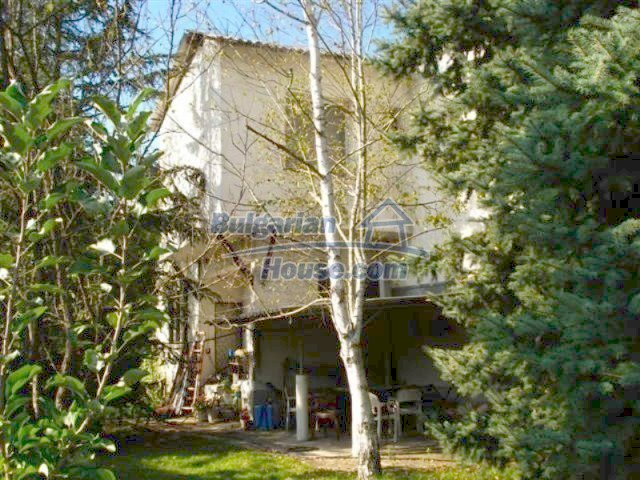 12242:1 - Large attractive house with landscaped garden in Elhovo town