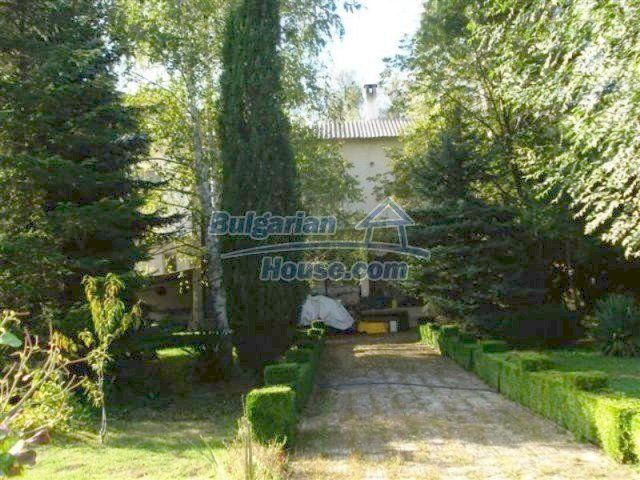 12242:5 - Large attractive house with landscaped garden in Elhovo town