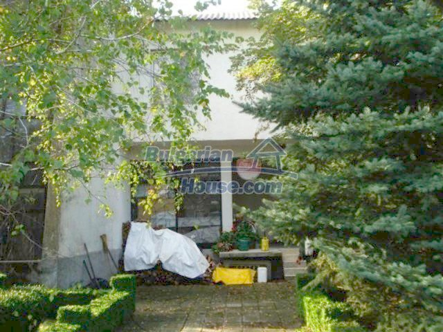 12242:7 - Large attractive house with landscaped garden in Elhovo town