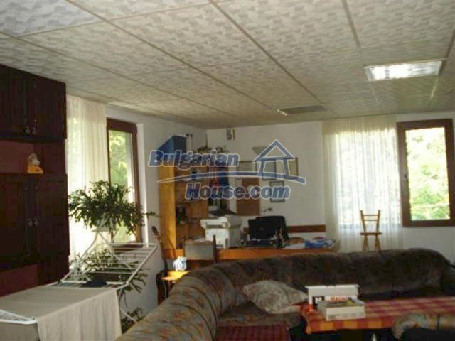 12242:11 - Large attractive house with landscaped garden in Elhovo town