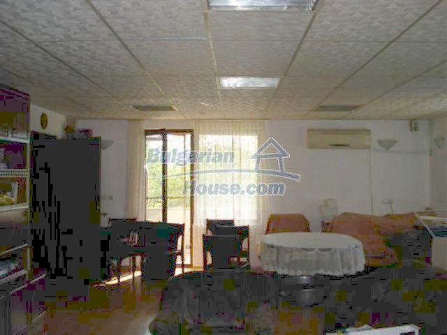 12242:12 - Large attractive house with landscaped garden in Elhovo town
