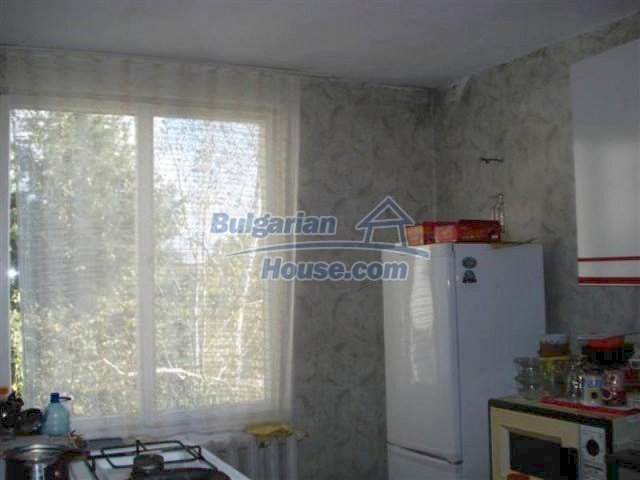 12242:15 - Large attractive house with landscaped garden in Elhovo town