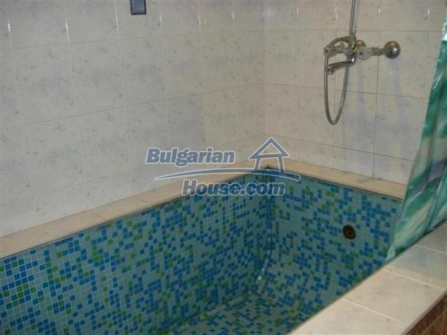 12242:18 - Large attractive house with landscaped garden in Elhovo town