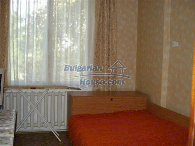 12242:20 - Large attractive house with landscaped garden in Elhovo town