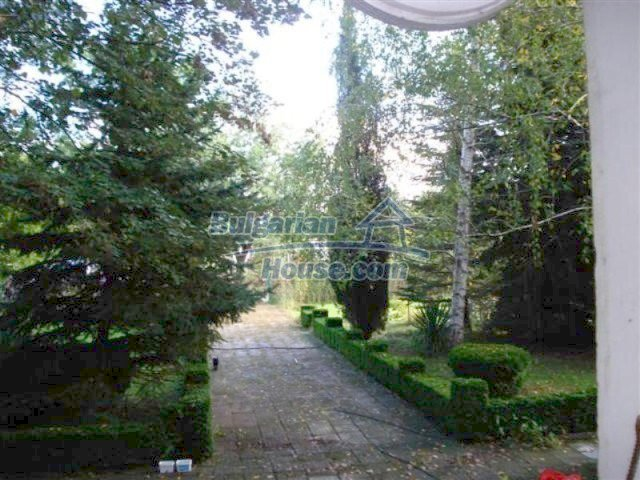 12242:26 - Large attractive house with landscaped garden in Elhovo town