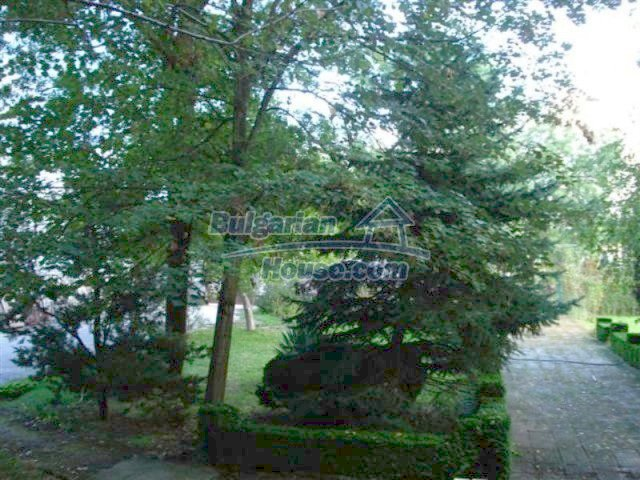 12242:27 - Large attractive house with landscaped garden in Elhovo town