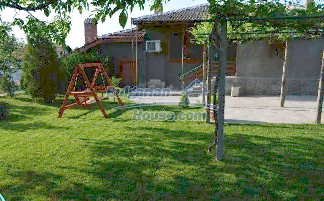 12260:1 - Advantageous attractively disposed Bulgarian house in Galabovo