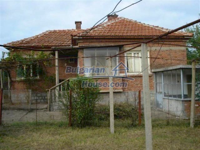 12263:1 - Low-priced house with large garden in village near Elhovo