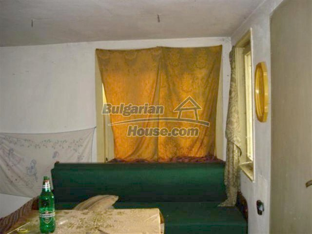 12263:8 - Low-priced house with large garden in village near Elhovo