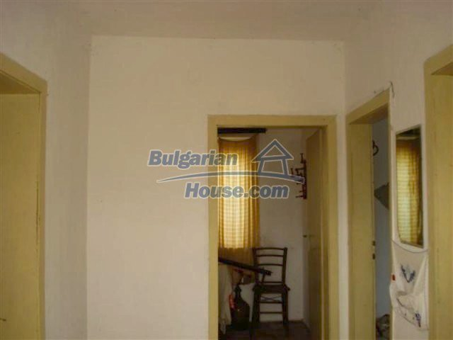 12263:13 - Low-priced house with large garden in village near Elhovo