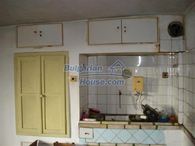 12263:9 - Low-priced house with large garden in village near Elhovo